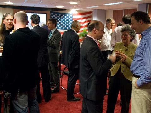 Klanten en relaties uit alle hoeken van het land komen kijken naar ons trainingscentrum en Obama